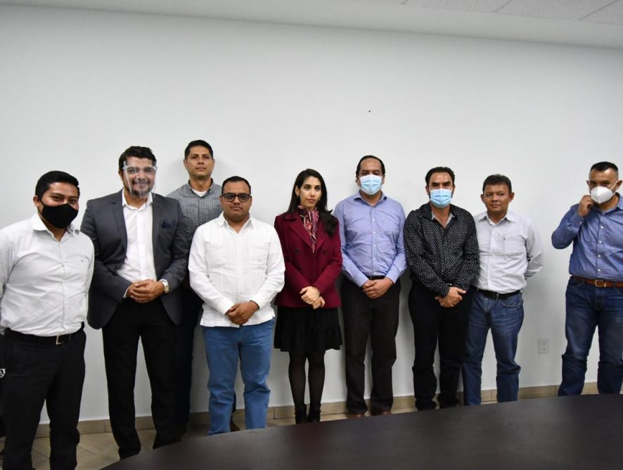 Verónica Hernández se reúne con personal de la UECS